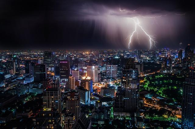 lightning-1082080_640.jpg
