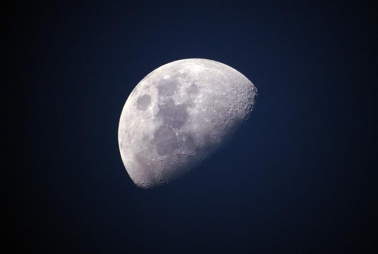 moon-1527501_1920